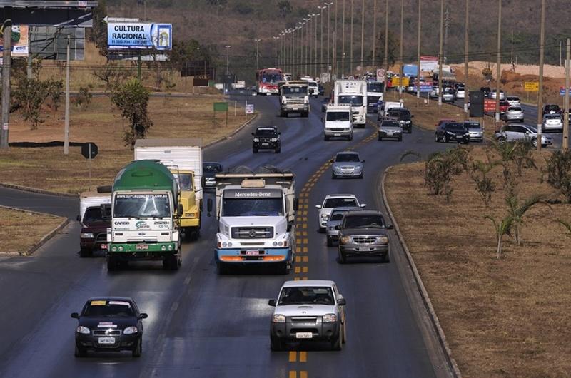Novas regras de trânsito, como pontuação da CNH, entram em vigor nesta segunda (12)